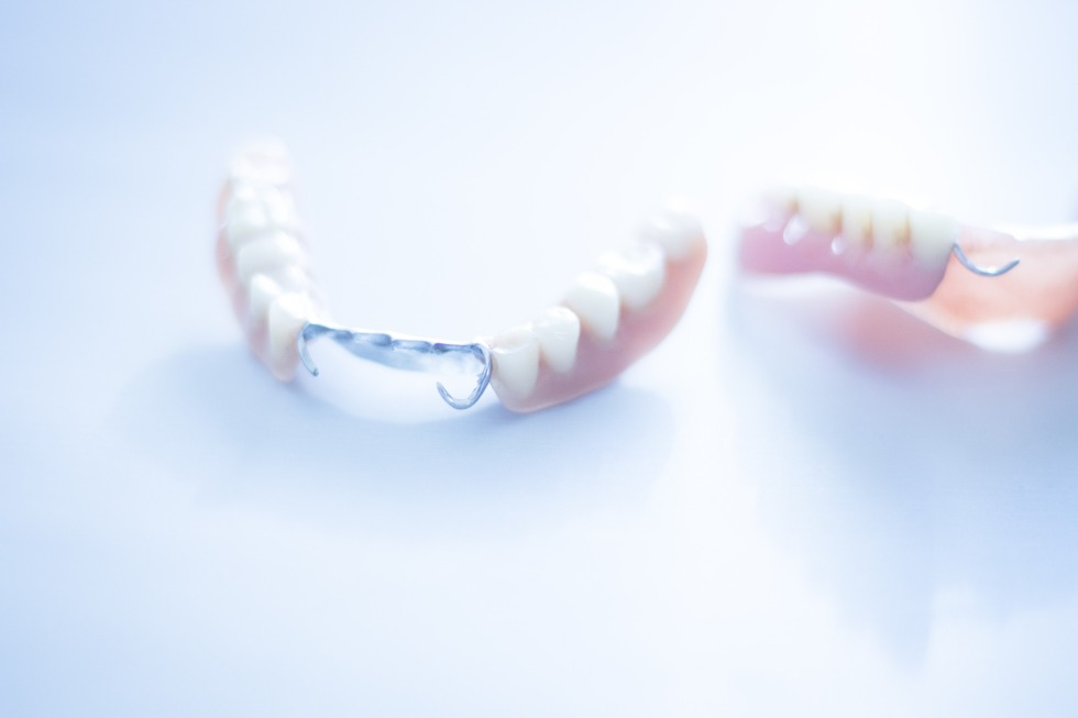 signs-that-your-dentures-need-replacing